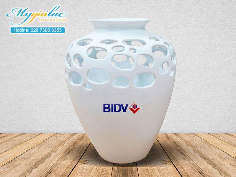 Quà tặng sự kiện bình hoa Bát Tràng in logo BIDV