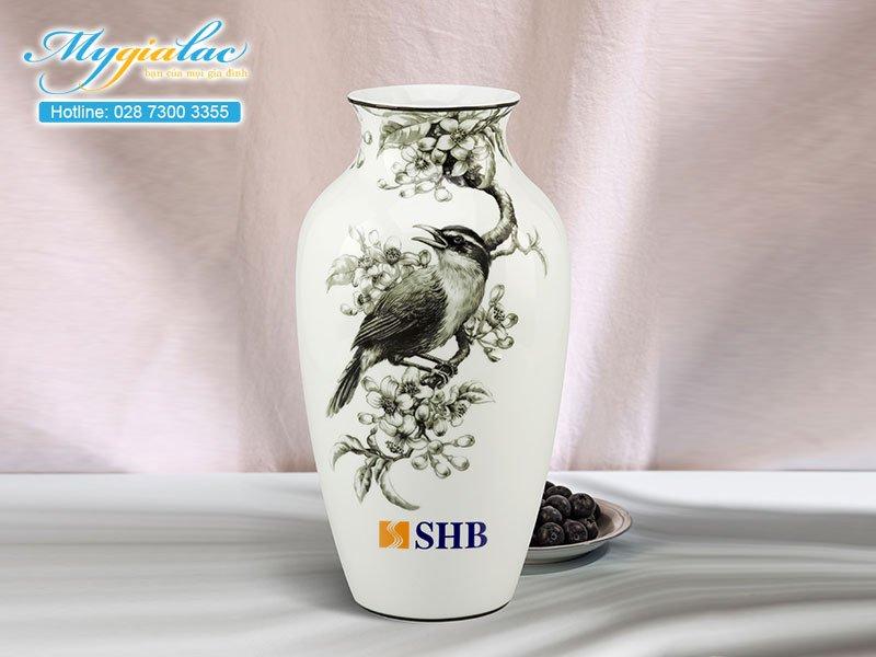 Quà tặng sự kiện bình hoa Minh Long in logo SHB