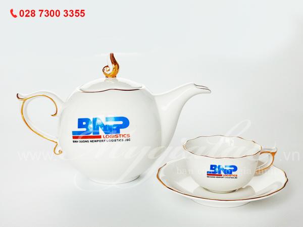 Bộ ấm trà mẫu đơn viền chỉ vàng in logo Công ty Cổ Phần Tiếp Vận Tân Cảng Bình Dương