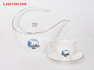 Bộ ấm trà Anh Vũ in logo Công Ty Preferred Freezer Services Việt Nam