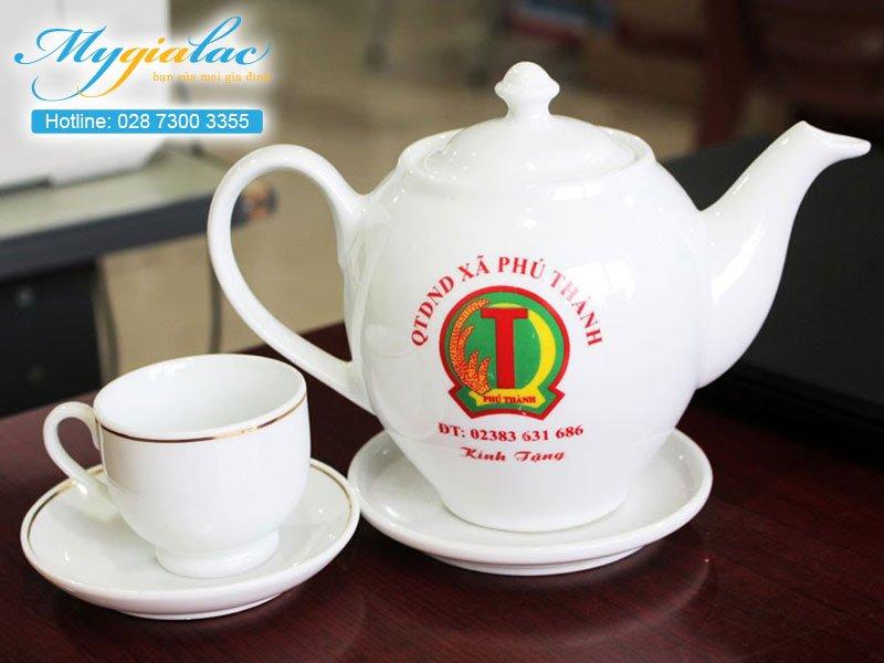 Quà tặng hội nghị hội thảo bộ ấm chén Bát Tràng in logo Xã Phú Thành