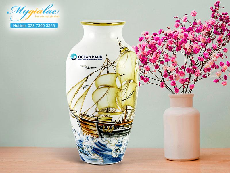 Quà tặng hội nghị hội thảo bình hoa Minh Long in logo Oceanbank