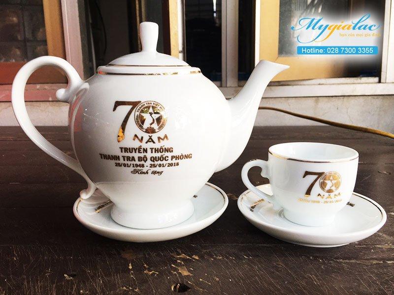 Quà tặng hội nghị hội thảo bộ trà Minh Long in logo bộ quốc phòng