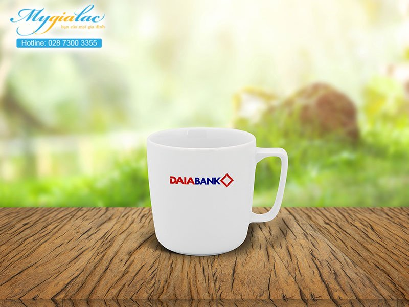 Quà tặng khách hàng ly sứ Minh Long in logo Daiabank