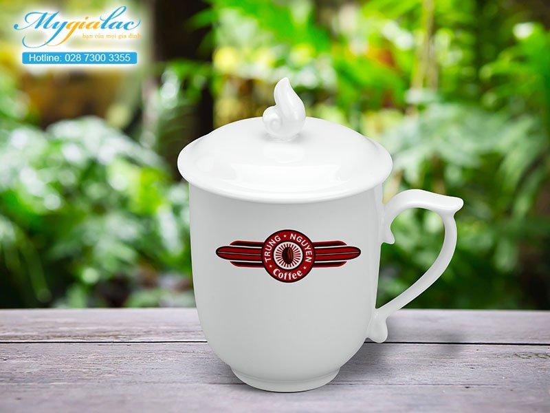 Quà tặng khách hàng ly sứ Minh Long in logo Trung Nguyên