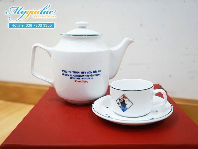 Quà tặng kỷ niệm bộ ấm chén Bát Tràng in logo 1