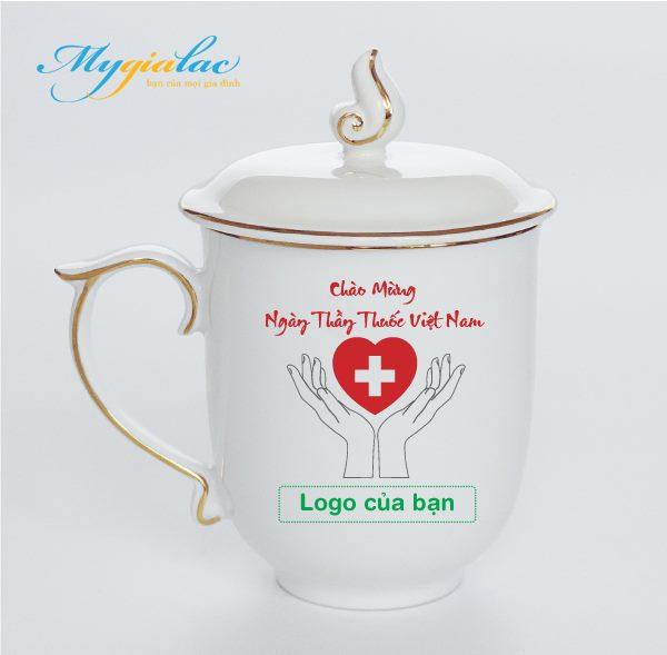 Quà Tặng Ngày Thầy Thuốc Việt Nam ca sứ mẫu viền chỉ vàng 1