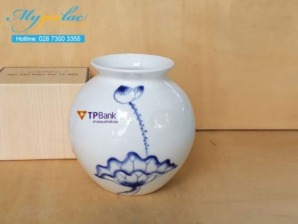 Quà tặng 8/3 bình hoa bát tràng in logo TPBank