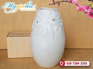 Binh Hoa Su Trang Mau 02
